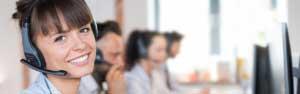 Frau mit Headset für Kundenberatung
